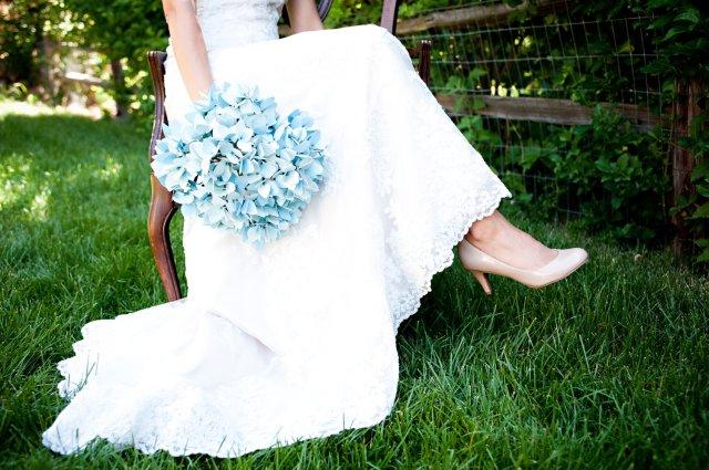 alternative-wedding-bouquet-light-blue-paper-hydrangeas.original
